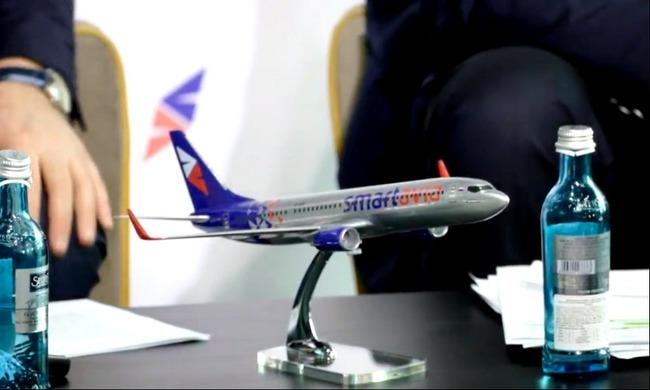 Настольная копия самолета компании
